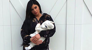 Kylie Jenner flaunts insane post-baby body in new photo with baby Stormi