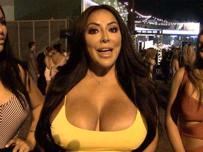 Kiara Mia Says Jimmy Garoppolo is 'Sexy as F***'