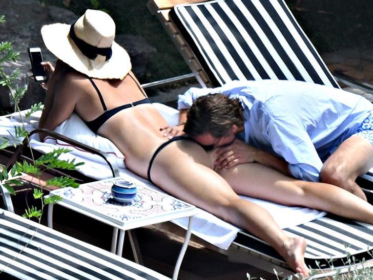 Nacktfotogalerien Mollige In der Öffentlichkeit einen Mädchenkolben riechen