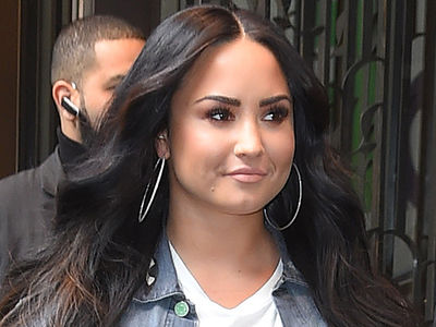 Demi Lovato Still Hospitalized with 'Complications' 6 Days After Overdose