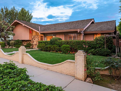 HGTV to Expand 'Brady Bunch' House with Authentic Interiors