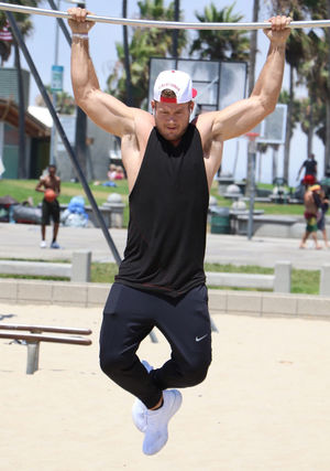 Colton Underwood -- Muscles Beach