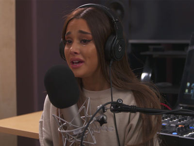 Ariana Grande Breaks Down Crying Talking About Manchester Bombing