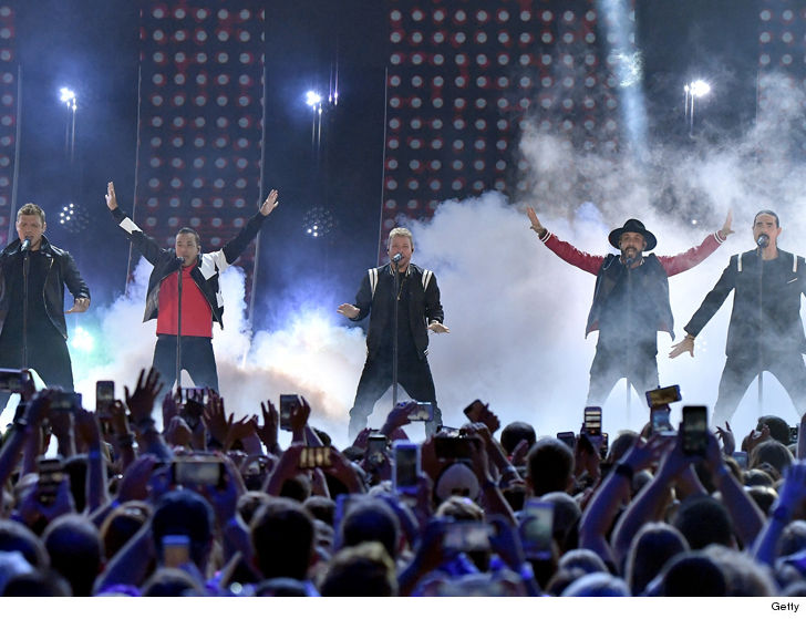Fans injured in pavilion collapse at Backstreet Boys concert