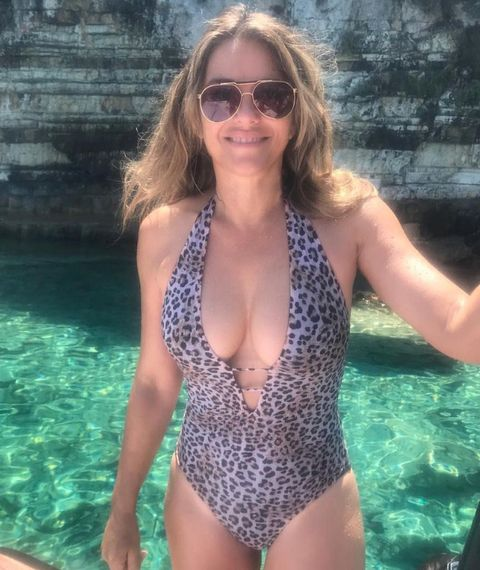 Guess The Hot Mom Bod 01 Elizabeth Hurley