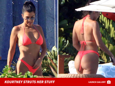 Kourtney Kardashian Looks Hot in Bikini on Vacation in Mexico