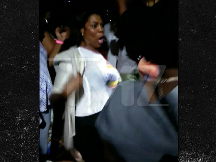 Omarosa Tears Up the Dance Floor at the Daiquiri Shoppe in Texas