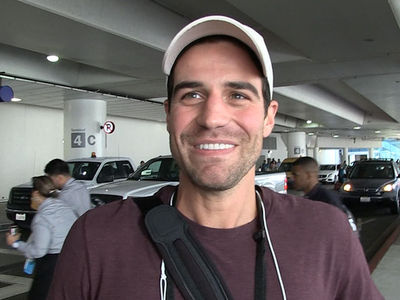 'Bachelor in Paradise' Star Grocery Store Joe Bats Away 'Grocery Store Bitch' Attack