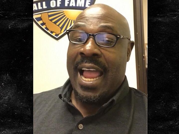 Christian Okoye Says Kareem Hunt Is NFL's Best RB, He's Like Walter Payton!!