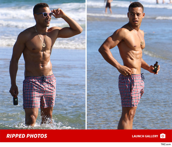 Robert Ri'chard Muscles His Way Through Venice Beach