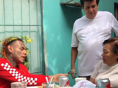 Tekashi69 Meets Family in Mexico for First Time, Gives Them Lots of Money