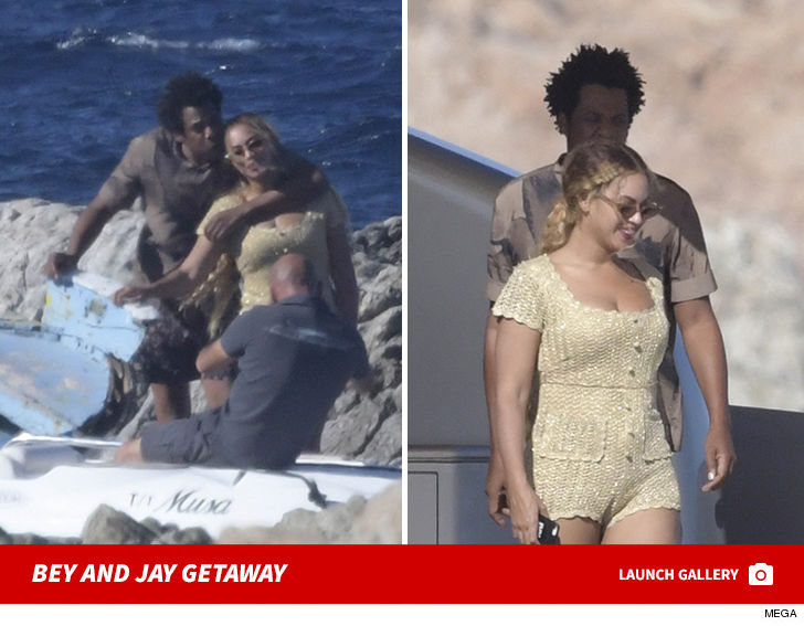 Beyonce and Jay-Z Beach is Better With A Private Photog