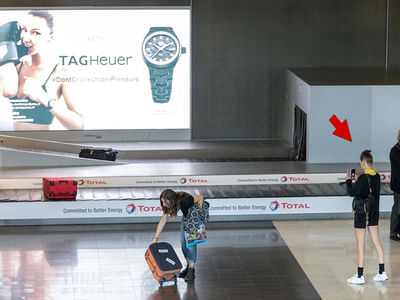 Bella Hadid Supersizes Her Selfie Game in Paris Airport