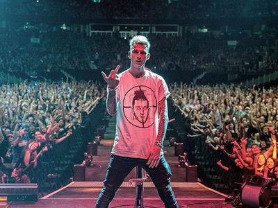 Machine Gun Kelly Brings Beef With Eminem Onstage