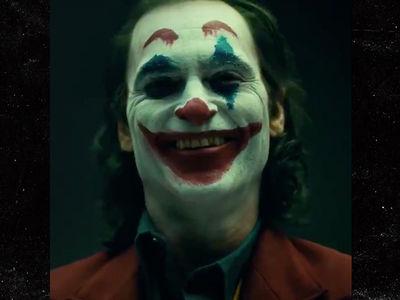 Joaquin Phoenix in Full Makeup, Meet the New Joker