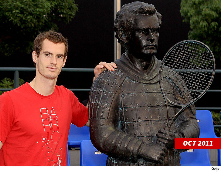0924 andy murray statue getty 4 - Andy Murray Accidentally Shatters Chinese Gift Plate, 'I'm So Sorry!!'
