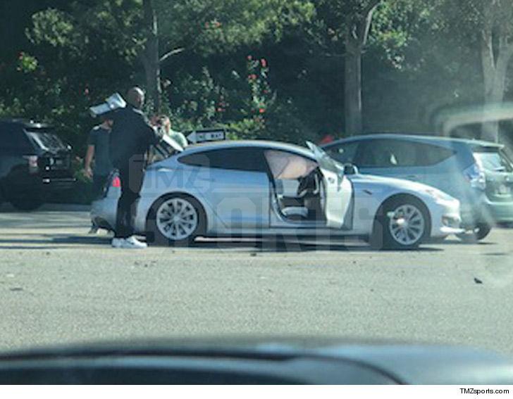 Kobe Bryant Rushes To Car Crash Plays Good Samaritan Tmz Com