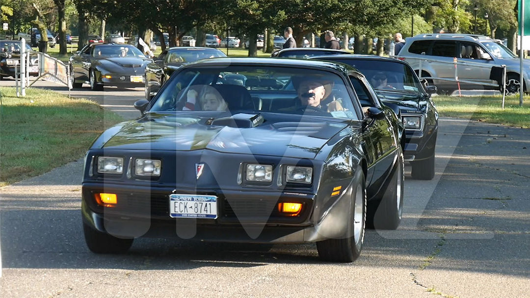Burt Reynolds Honored At New York Car Show With 100 Trans Am Salute