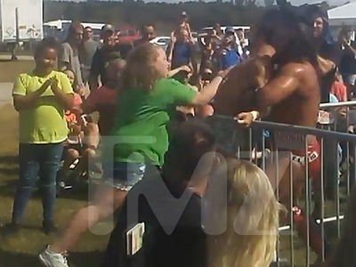 Honey Boo Boo Delivers Crushing Blow During Wrestling Match