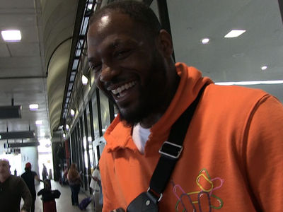 Martellus Bennett to Kanye, 'Don't Drag Kaepernick Into Your Sh*thole'