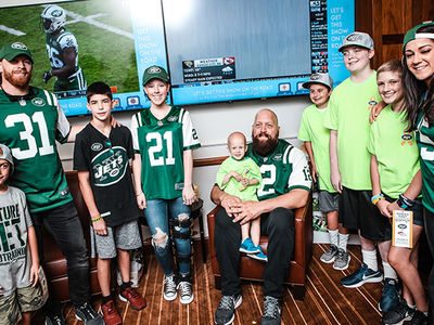 WWE's Big Show Hits NY Jets Game, Helps Kids Fight Cancer