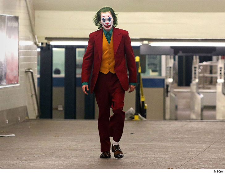 New footage of Joaquin Phoenix as the Joker leaks from the set