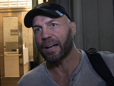 Randy Couture Tells Daniel Cormier the Key to Beating Derrick Lewis
