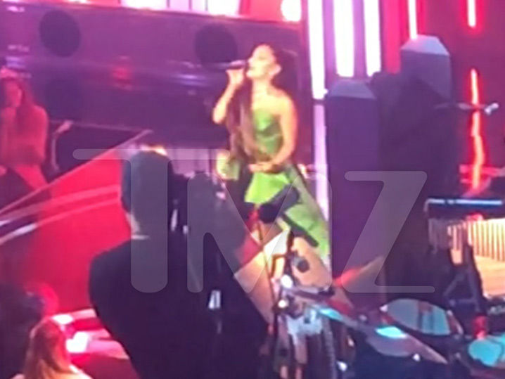 Ariana Grande Belts Out A 'Wicked' Tune ... First Appearance Since Split With Pete