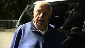 Tommy Lasorda Lasts All 13 Innings of Dodger Game, Basks in Victory