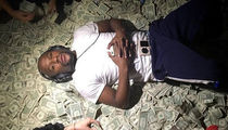 Floyd Mayweather Livin' Large -- Check Out His Money Looks