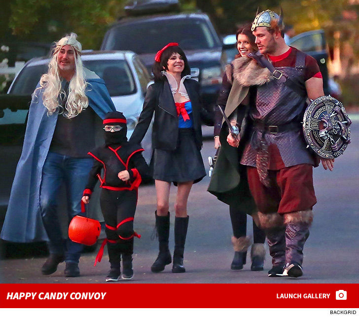 33ec776aad3 Chris Pratt and Anna Faris are doing divorce as well as ANY Hollywood  couple ever has -- cause they went trick-or-treating together ... WITH  their new ...