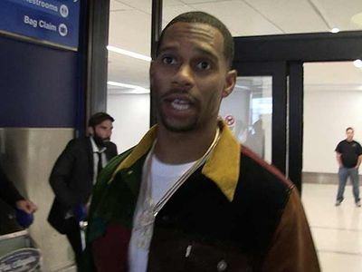 Victor Cruz Says Benching Eli Manning Ain't a Bad Idea