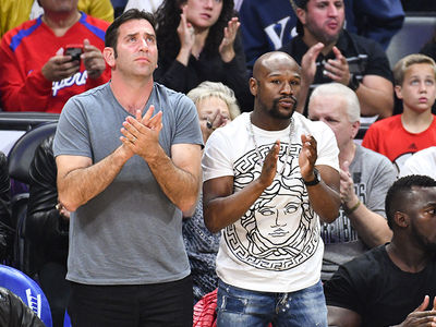 Floyd Mayweather Hits Up Clippers Game After Announcing Fight in Japan