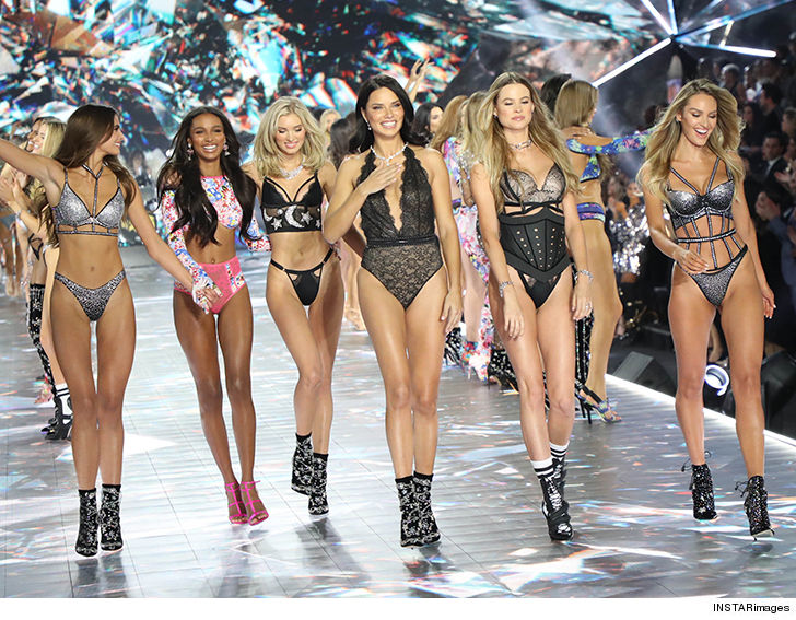804a52b5bf Adriana Lima walked the runway one last time before hanging up her wings  after two decades as a VS model ... and she totally slayed her going out  party.