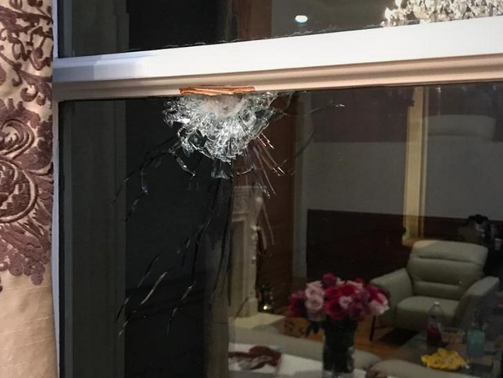 Câmera de segurança mostra o exato momento do disparo de tiros nas gravações de clipe de 6ix9ine, Kanye West e Nicki Minaj; confira o vídeo