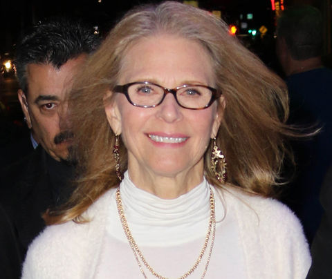 Lindsay Wagner -- now 69 years old -- was recently photographed looking organic.