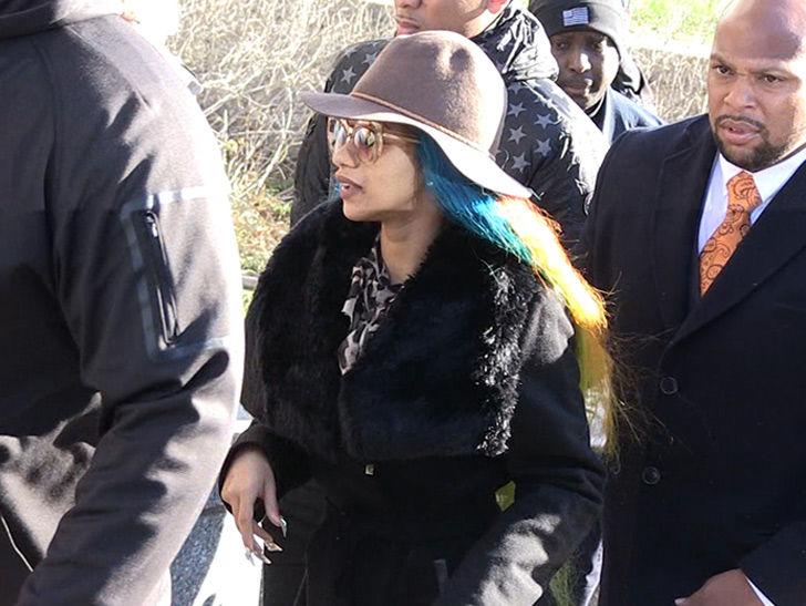 Cardi B fue liberado sin fianza después de comparecer ante el tribunal para evitar la orden de arresto