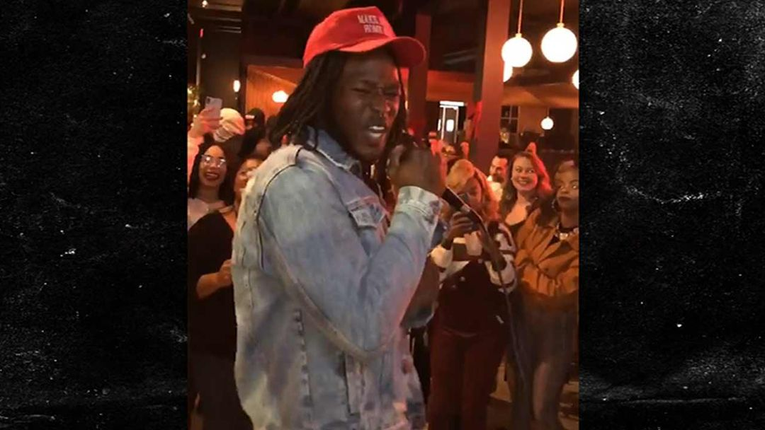 fc95e860c Alvin Kamara Serenades Bar Full Of Girls With R. Kelly Song After Saints Win