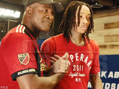 Wiz Khalifa Gets Boxing Lesson From Evander Holyfield, Real Deal Punches!