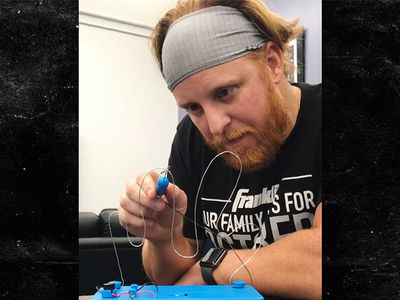 Justin Turner Completes Buzz Wire Challenge In Anxiety-Inducing Video