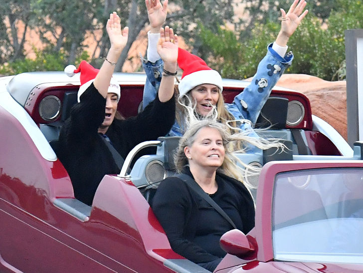 Heidi Klum And Bf Tom Kaulitz Wear Santa Hats To Disneyland