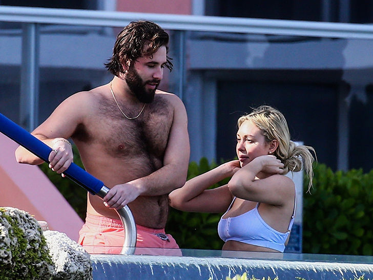 Corinne Olympios hangs with new boyfriend at a pool in Miami Beach on Xmas day.