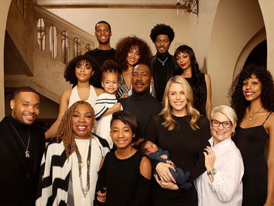 Eddie Murphy Takes Christmas Family Photo with His 10 Kids, Including Newborn Son