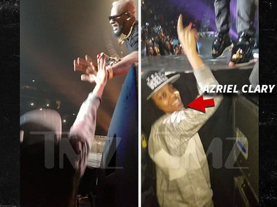 R. Kelly's Alleged Sex Slaves Front Row and Cheering at 2016 Concert