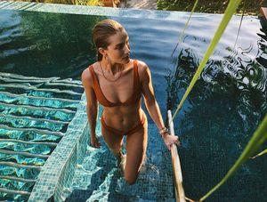 Rosie Huntington-Whiteley's French Polynesia Vacation