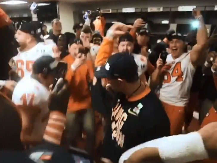 DABO DANCE MOVES ARE BACK!!! Clemson coach Dabo Swinney pulled a page outta BlocBoy JB's book to celebrate winning it all on Monday night ... bringing…