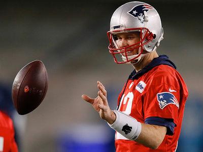 Tom Brady All Smiles At Patriots' Super Bowl Practice
