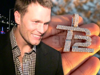 Tom Brady Gets Diamond Chain Super Bowl Gift from Patriots Teammate Cordarrelle Patterson