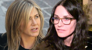 Jennifer Aniston and Courteney Cox's Flight to Cabo Makes Emergency Landing