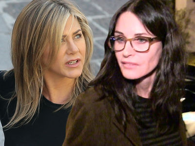 Jennifer Aniston, Courteney Cox Flight to Cabo Makes Emergency Landing
